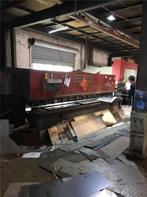 钢板剪版机
